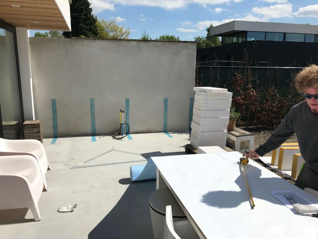 Buitenkeuken bouwen van gipsblokken betonstuc en marokkaanse