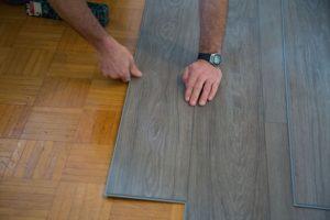 Zelf een PVC vloer leggen doe je zo!