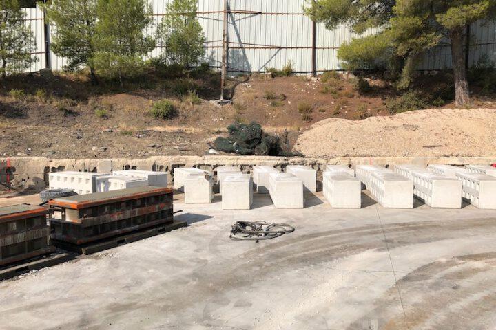Zelf eenvoudig betonblokken maken van restbeton