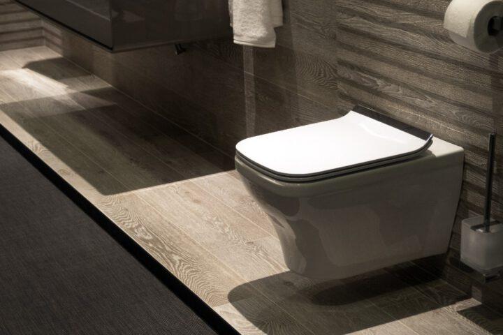 Waarom steeds meer mensen voor een hangend toilet kiezen