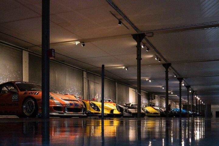 Waarom kiezen zoveel automerken voor deze Nederlandse bedrijfsdeur?