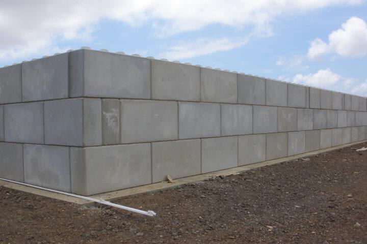 Efficiënt werken met betonblokken van eigen productie