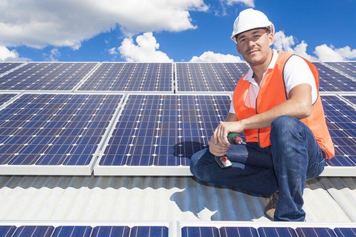 Wat is het verschil tussen zonnedakpannen en zonnepanelen?